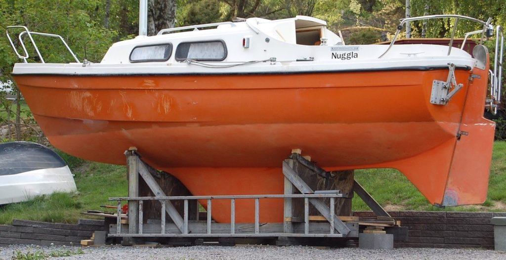 Båten med rensslipad botten